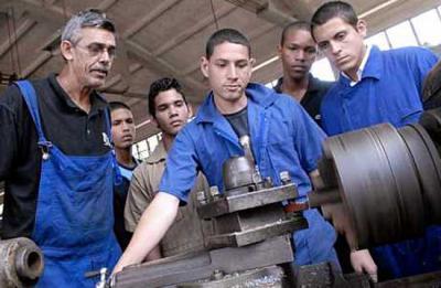 20120526131711-jovenes-talleres-ensenanza-.jpg