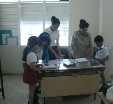 20131203123532-escuelashe.jpg