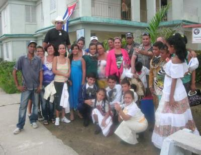 20151114234150-aztecas-padres-integrantes.jpg