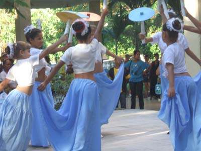 20110404144620-danzaescuela.jpg