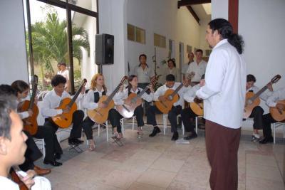 20120401124519-orquesta-guitarra-.jpg