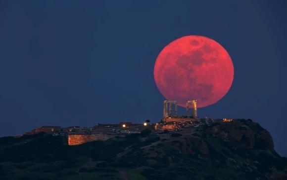 20150313054320-luna-roja.jpg