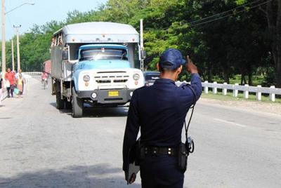 20170919150722-policia-y-camion.jpg