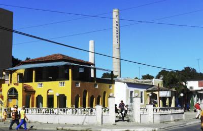 20180930213744-en-la-ciudad-cubana-de-colombia-provincia-las-tunas-al-final-la-torre-del-central-azucarero-colombia.jpg